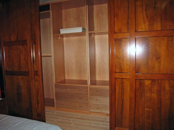 Boiserie in legno produzione cabine armadi - Cabine armadio in legno ...