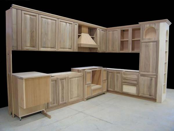 Produzione cucine in legno cerea for Cucine legno massello